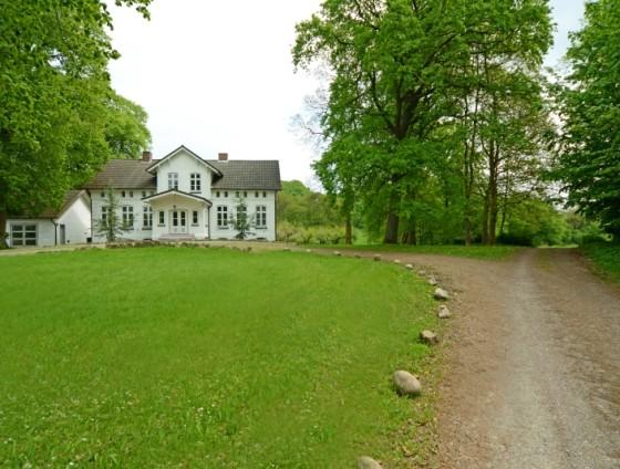 783b - Herrenhaus/Landhaus in Weiß nahe dem Naturpark Westensee