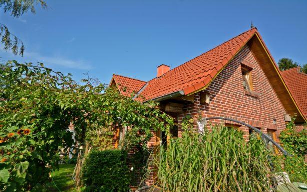 884 - Idyllische Doppelhaushälfte auf sonnigem Grundstück