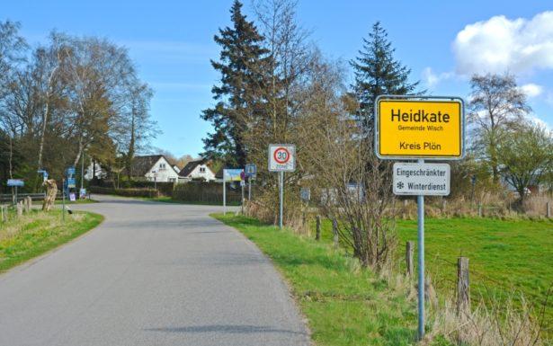 896 - Im Bademantel zum Ostseestrand von Heidkate